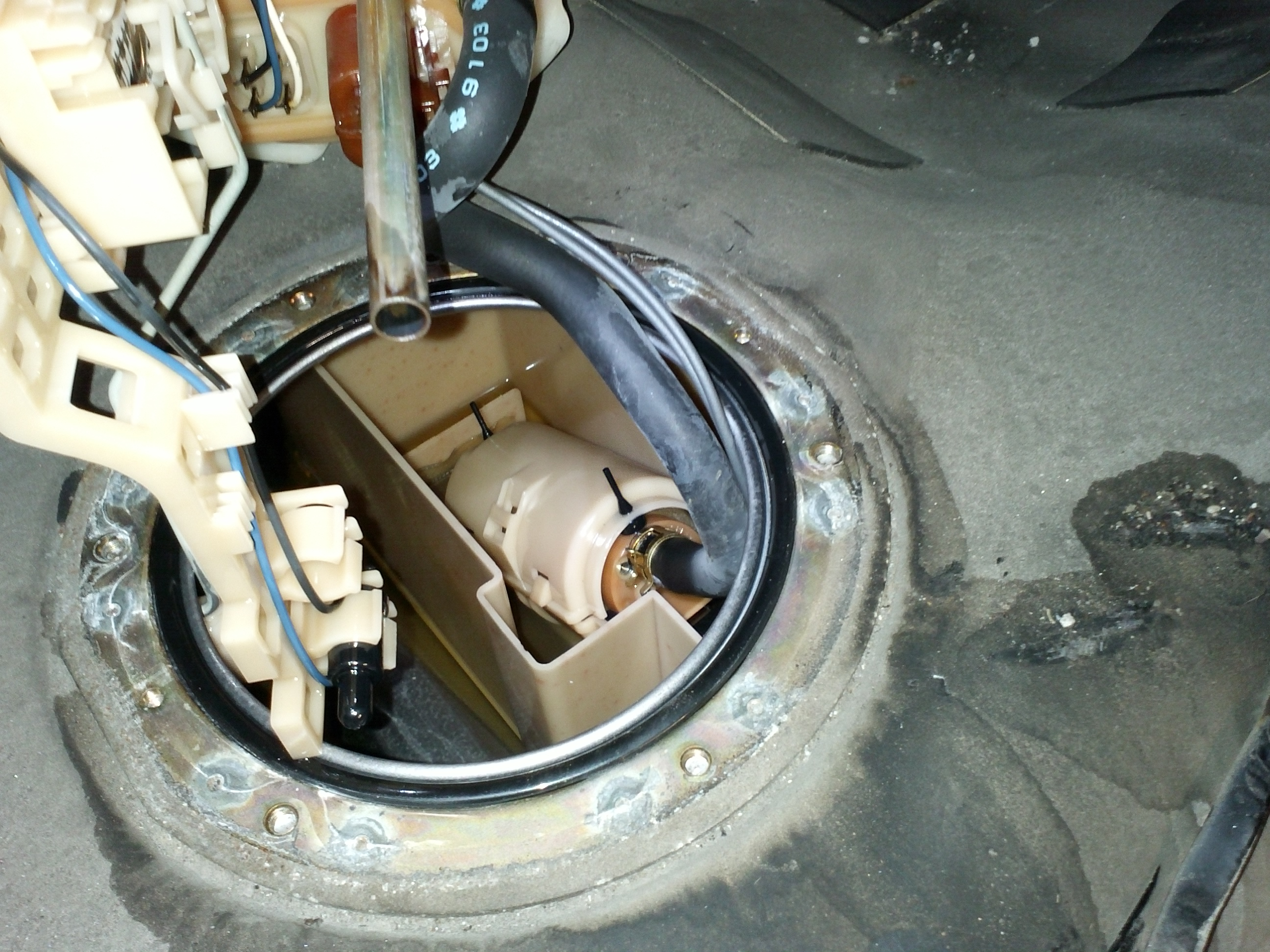 How to replace fuel pump: P11 1999 to 2002 / Pump info and ...